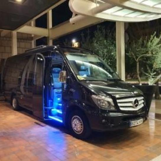 Minibus-Hotel-Arts-Barcelona